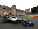 Hamilton edges out Rosberg in final session