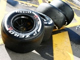 Pirelli avoids 'cliff' with 2016 F1 tyres