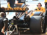 Renault rear wing design deemed to contravene F1 rules