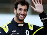 Ricciardo will 'answer calls' but wants Renault stay