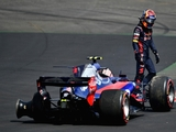 'Relaxed' Sainz not thinking about Renault