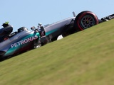 Pace setter Rosberg not feeling the heat
