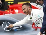 Lewis Hamilton Signs New Mercedes Contract For 2019 and 2020 Seasons