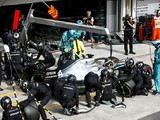 """Mercedes F1 team admits Hamilton's extra pitstop was a """"dumb"""" offer"""