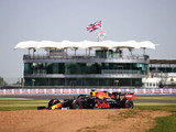 Verstappen sets opening pace at Silverstone