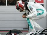 Russian GP: Lewis Hamilton wins after Sebastian Vettel ignores team orders