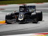 Pirelli doesn't understand F1 teams' narrower tyre window complaints