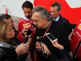 Blaming Ferrari bosses for F1 2017 troubles 'idiotic' - Marchionne